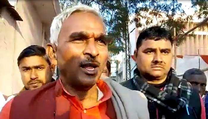 BJP के विधायक सुरेंद्र सिंह बोले- '2019 की लड़ाई भारत में बोटी और बोतल बनाम रोटी और लंगोटी होगी'