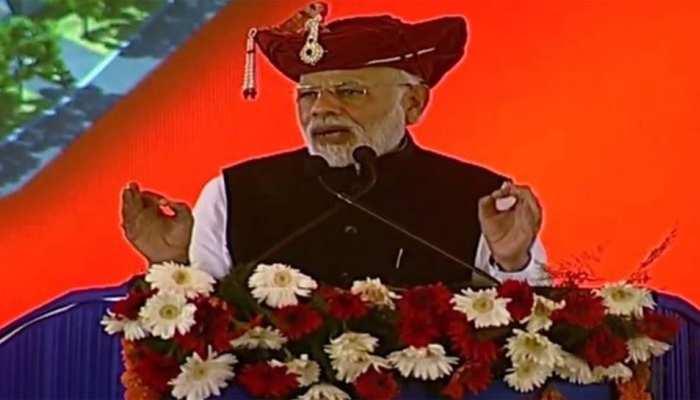 महागठबंधन पर PM मोदी का हमला, 'जब ये लोकतंत्र की बात करते हैं तो देश कहता है 'वाह क्या बात है'