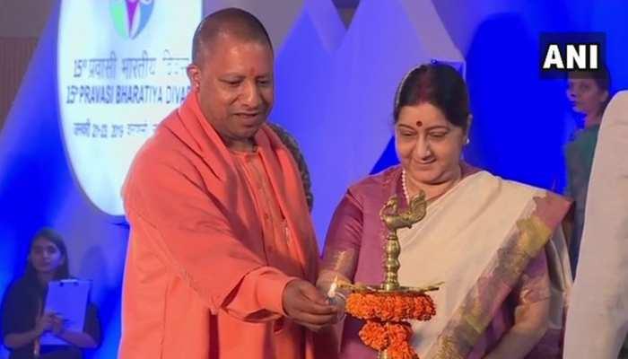 CM योगी, सुषमा स्वराज ने दीप जलाकर किया युवा प्रवासी भारतीय दिवस का आगाज