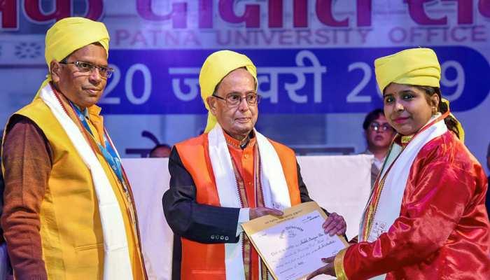 पटना यूनिवर्सिटी के दीक्षांत समारोह में शामिल हुए प्रणब मुखर्जी, छात्रों को दी गई डिग्री