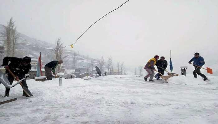 Himachal Pradesh: Keylong in Lahaul-Spiti district fresh snowfall today