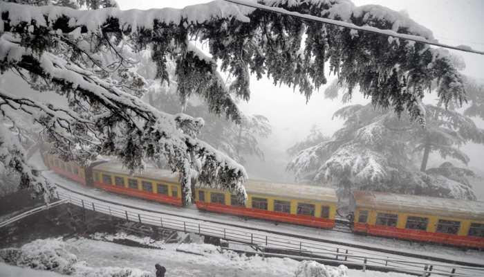 उत्तर भारत में कई जगहों पर बर्फबारी, जम्मू कश्मीर में हिमस्खलन में दो लोगों की मौत