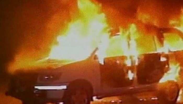 बिहारः पुलिस जीप की टक्कर से युवक हुआ घायल, गुस्साए ग्रामीणों ने फूंका पुलिस वाहन