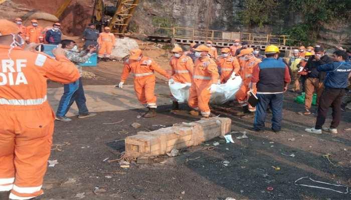 मेघालय : एक खनिक शव निकाला गया, खदान में फंसे 14 खनिकों की तलाश जारी