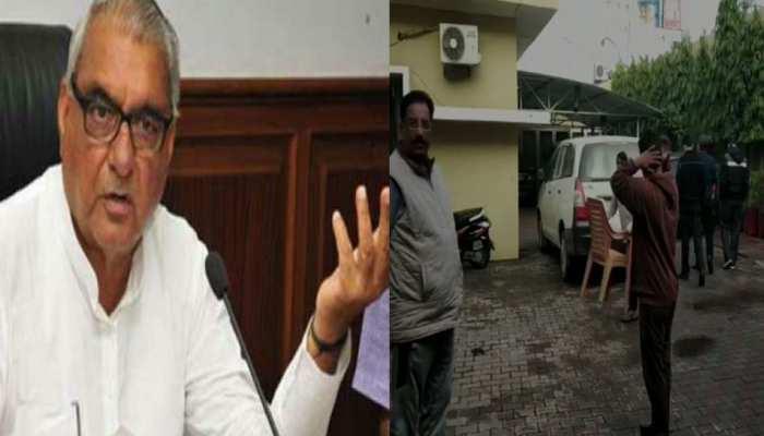 लैंड डील: हरियाणा के पूर्व CM हुड्डा के घर समेत दिल्ली-एनसीआर में CBI की छापेमारी