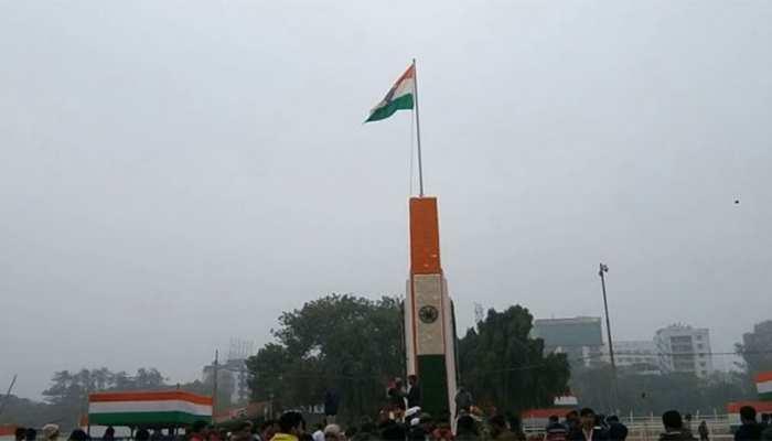 बिहारः ऐतिहासिक गांधी मैदान में राज्यपाल लालजी टंडन फहराया तिरंगा