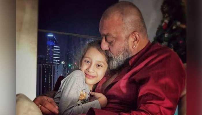 संजय दत्त बेटी के साथ इमोशनल फोटो शेयर करके हुए ट्रोल, लोग बोले, 'शर्म करो'