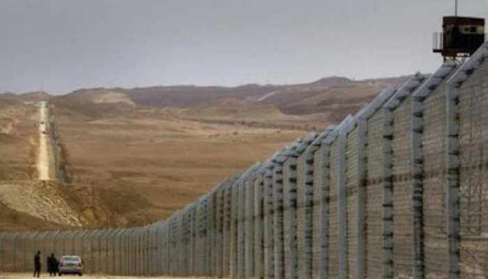 'अगले वर्ष तक अफगान सीमा पर कांटेदार तार लगाने का काम पूरा करेगा पाक'