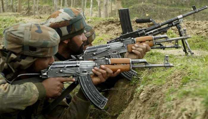 कश्मीर घाटी में हथियारों की कमी से जूझ रहे आतंकी, बौखलाहट में कर रहे लूटपाट