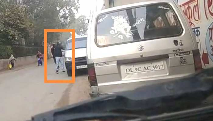 VIDEO: बेखौफ बदमाशों ने कार ड्राइवर की कनपटी पर मारी गोली, मोबाइल में रिकॉर्ड हुई वारदात