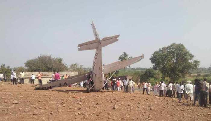 महाराष्ट्रः पुणे में एविएशन कंपनी का विमान दुर्घटनाग्रस्त, पायलट घायल