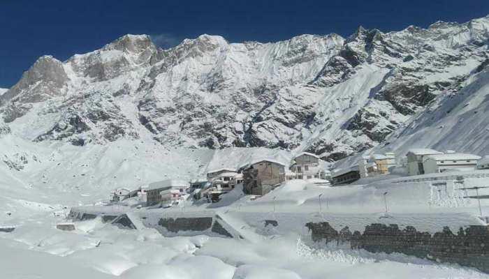 उत्तराखंड के इन इलाकों में फिर शुरू हुई बर्फबारी, मौसम ने बढ़ाई कंपकंपी और ठिठुरन