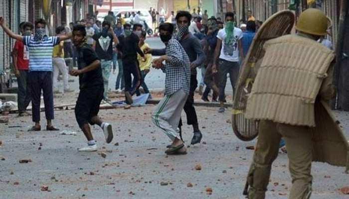 पाकिस्तान की बड़ी करतूत, कश्मीरी युवाओं को सोशल मीडिया के जरिये बना रहा आतंकी