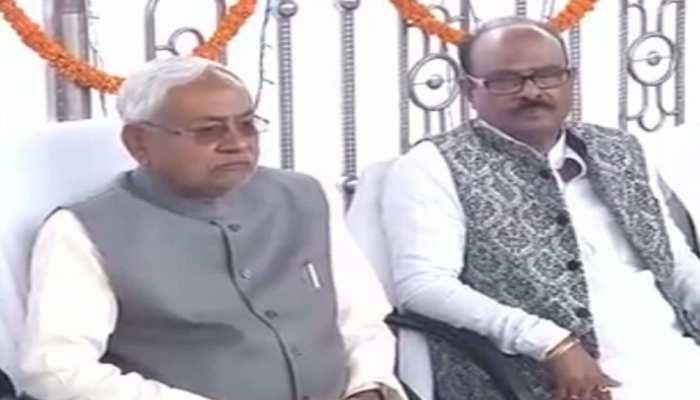 कुशवाहा को लग सकता है बड़ा झटका, नीतीश कुमार के तारीफ में RLSP 'अध्यक्ष' ने पढ़े कसीदे