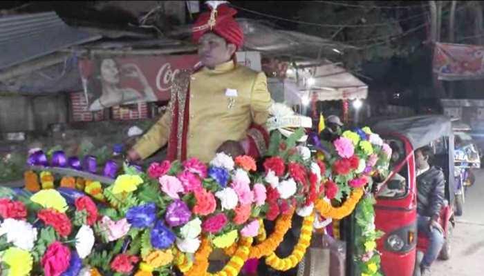 दरभंगा में दिखी अनोखी शादी, पर्यावरण संरक्षण का संदेश देने ई-रिक्शा से निकला दूल्हा