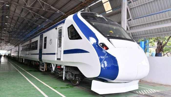 आलोचना के बाद रेलवे ने घटाया देश की सबसे तेज ट्रेन 'वंदे भारत एक्सप्रेस' का किराया