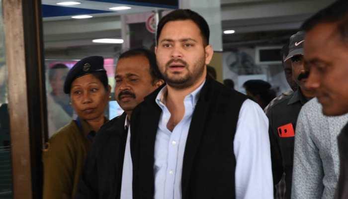 तेजस्वी यादव ने नीतीश कुमार पर साधा निशाना, कहा - 'चाचा पेपर से खेलने में माहिर'