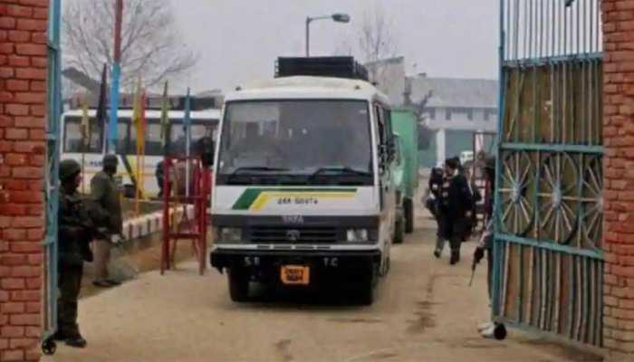 पुलवामा आतंकी हमले के बाद प्रशासन का बड़ा फैसला, क्रॉस एलओसी बस सेवा रोकी गई