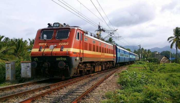 Railway ने फिर रद्द की 400 से ज्यादा ट्रेनें, पूरी लिस्ट देखने के लिए क्लिक करें