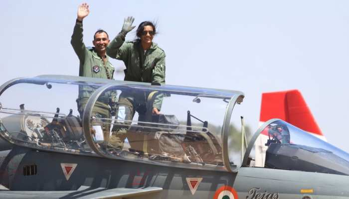 VIDEO: पीवी सिंधु ने लड़ाकू विमान तेजस में भरी उड़ान, 40 मिनट तक हवा में लगाए गोते