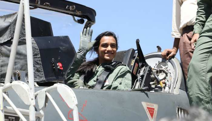 लड़ाकू विमान में उड़ान भरकर सिंधू ने रचा इतिहास, कहा- तेजस है असली हीरो