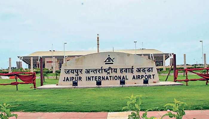 जयपुर एयरपोर्ट पर 738 ग्राम सोने के साथ पकड़ा गया तस्कर, रेक्टम में छिपाया था सोना