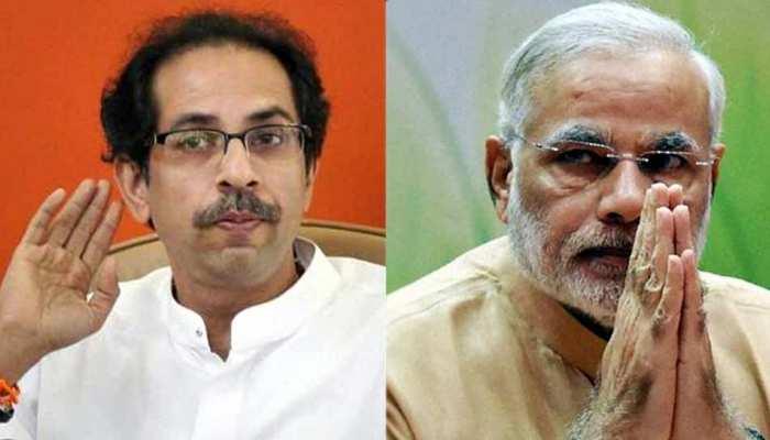 PM मोदी के सफाई कर्मचारियों के पैर पखारने को शिवसेना ने सराहा, लेकिन...