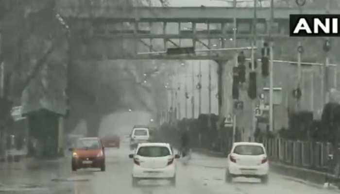 VIDEO : जम्मू कश्मीर में बर्फबारी के बाद खुशनुमा हुआ मौसम, नजारा देख आप भी हो जाएंगे खुश