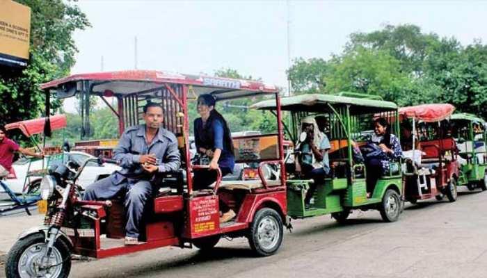 भारत में e-rickshaw ने बढ़ाया इलेक्ट्रिक वाहनों का चलन, रिपोर्ट का दावा