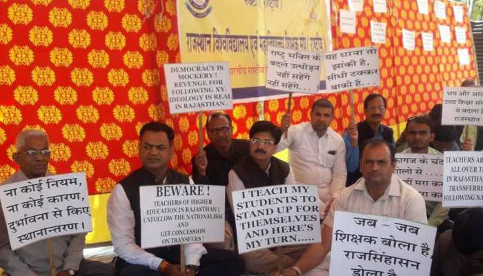 राजस्थान: शिक्षकों और सरकार के बीच तकरार, लगाया दुर्भावना से तबादले करने का आरोप