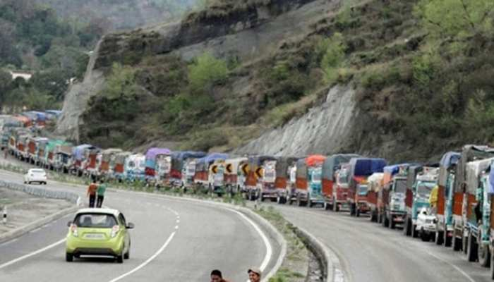 पेट्रोलियम उत्पाद लेकर कश्मीर पहुंचे 1,000 टैंकर, अब हो पाएगी रोजमर्रा के सामान की सप्लाई