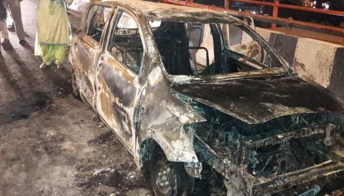 दिल्ली में दर्दनाक हादसा, कार में जलकर मां और दो बच्चियों की मौत