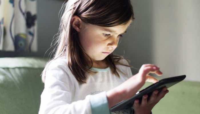अगर आपके बच्चे को भी है 'डिजिटल लत' तो हो जाएं सावधान, हो सकते हैं ये बड़े नुकसान...