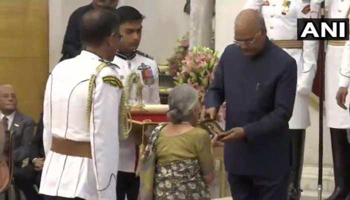 Padma Awards 2019: दिवंगत पत्रकार कुलदीप नैयर सहित 47 लोग पद्म पुरस्कार से सम्मानित