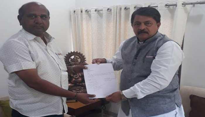 गुजरात: कांग्रेस से एक और विधायक का इस्तीफा, पिछले चार दिन में 3 विधायकों ने छोड़ी पार्टी