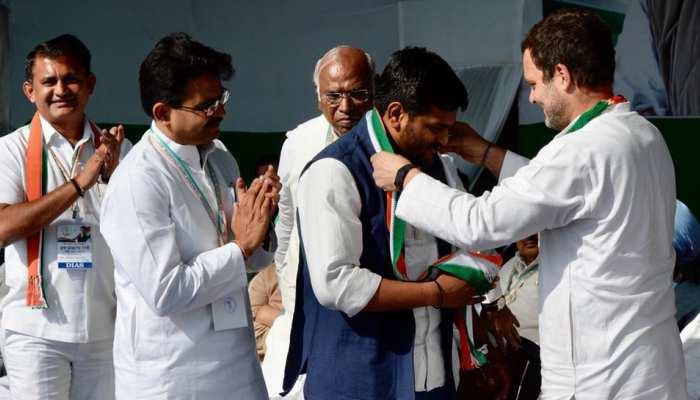 लोकसभा चुनाव से पहले हार्दिक पटेल कांग्रेस में शामिल, राहुल को बताया ईमानदार