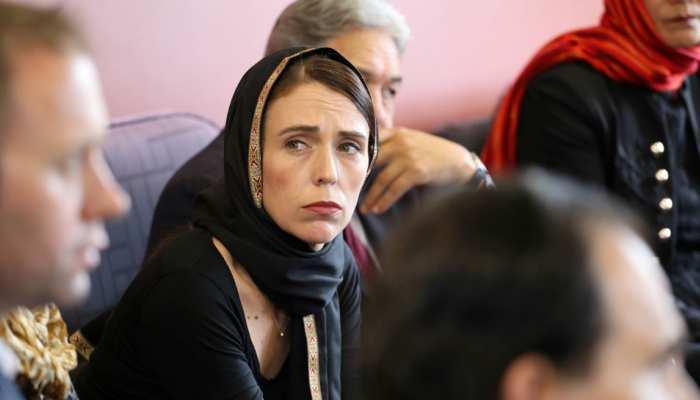 VIDEO: हिजाब पहन कर पीड़ितों से मिलने पहुंचीं न्यूजीलैंड की प्रधानमंत्री, तस्वीर हुई वायरल
