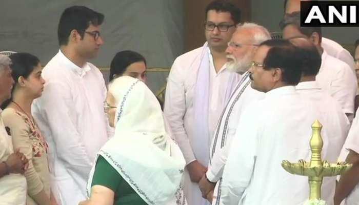 पणजी : PM मोदी ने मनोहर पर्रिकर को दी श्रद्धांजलि, परिजनों को दी सांत्वना