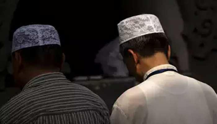 शरारती तत्वों ने मुस्लिम पिता-पुत्र की आतंकवादी कहकर की पिटाई और काट दी दाढ़ी