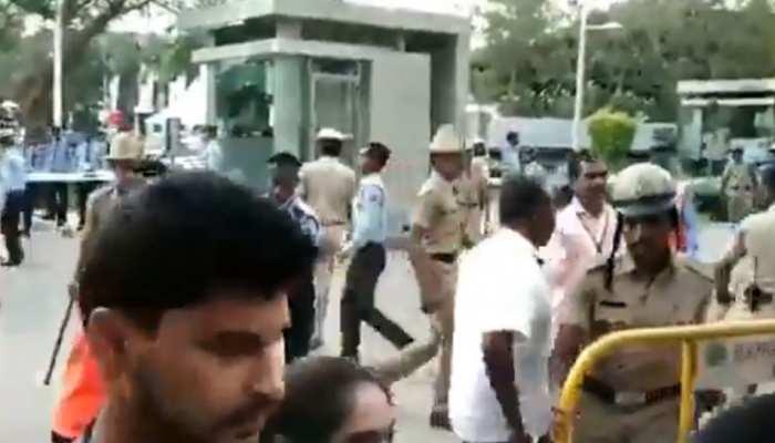 VIDEO: राहुल के कार्यक्रम में PM मोदी के समर्थन में लगे नारे, लोगों ने कहा- कार्यक्रम छोड़ दें