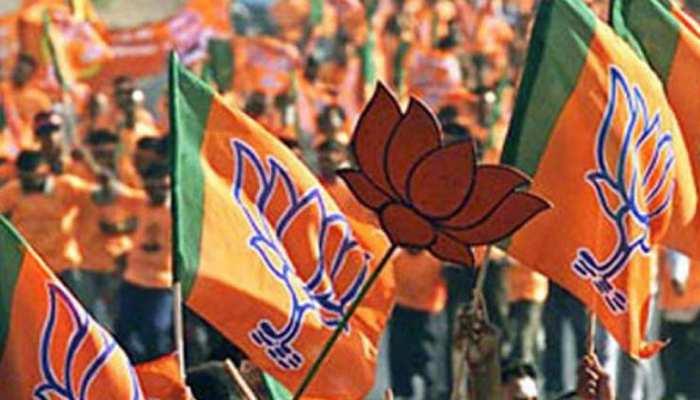 अरुणाचल प्रदेश : बीजेपी को बड़ा झटका, 2 मंत्रियों और 12 विधायकों का पार्टी से इस्तीफा