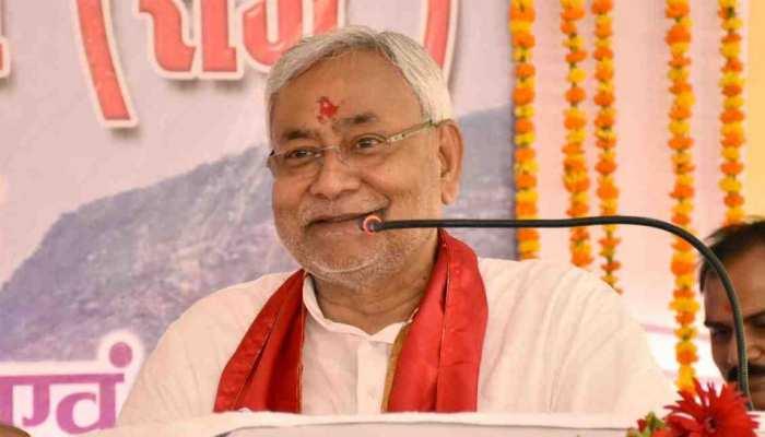 लालजी टंडन और नीतीश कुमार ने बिहार के लोगों को दी होली की बधाई