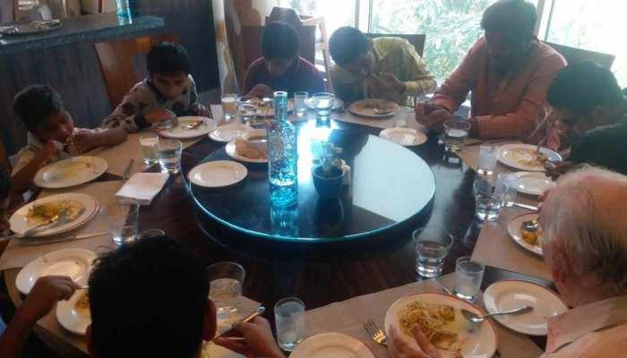 इंदौर के MLA ने दिव्यांग बच्चों को 5 स्टार होटल में खाना खिलाकर मनाई होली