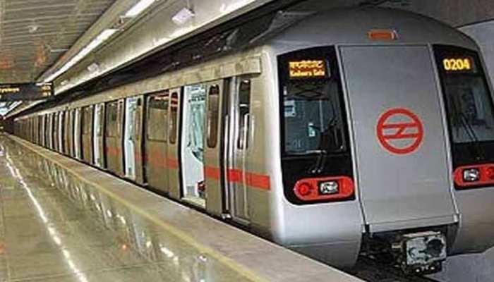 नोएडा सेक्टर 16 स्टेशन पर मेट्रो ट्रेन के आगे कूदकर युवती ने किया सुसाइड