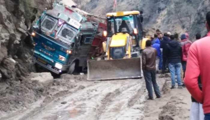 जम्मू-कश्मीर : डोडा में भूस्खलन की चपेट में आया ट्रक, दो लोगों की मौत