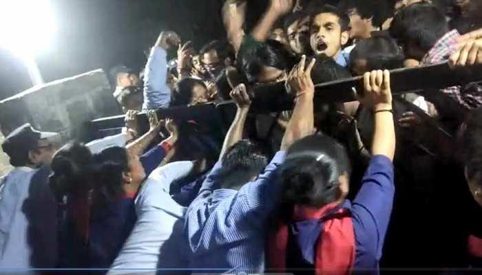 JNU प्रोफेसर का दावा, लेफ्ट विंग के छात्रों ने रची थी कुलपति को मारने की साजिश
