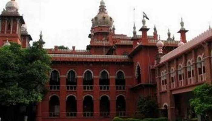मद्रास हाई कोर्ट ने अनधिकृत झंडों वाले डंडे एक अप्रैल तक हटाने के दिए आदेश
