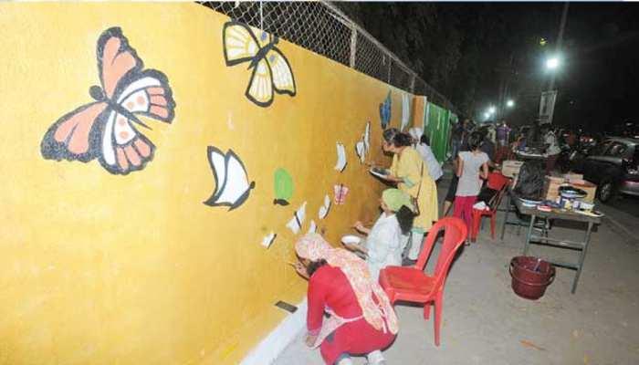 सोशल मीडिया के दौर में बंगाल में पोस्टरों और दीवार चित्रों के माध्यम से हो रहा चुनाव प्रचार