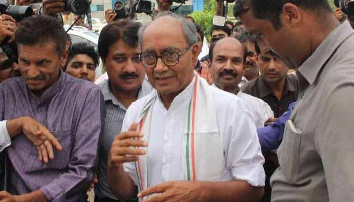 आचार संहिता उल्लंघन मामले में फंसे दिग्विजय, भाजपा ने चुनाव आयोग से की शिकायत