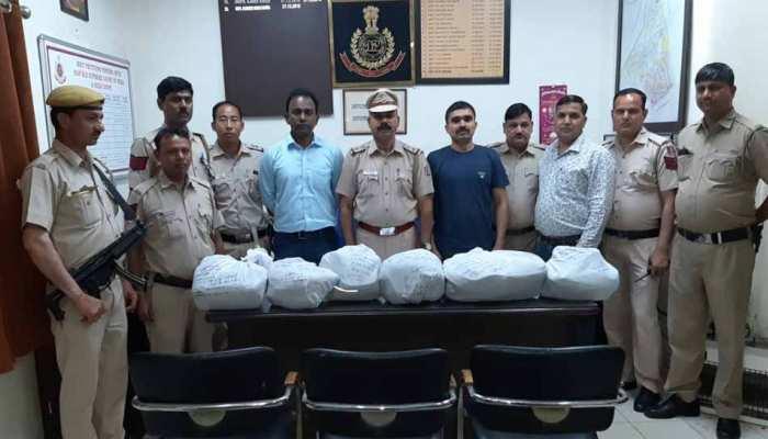 दिल्ली में वाहन से बरामद हुए 70 लाख रुपए, जांच में जुटी पुलिस